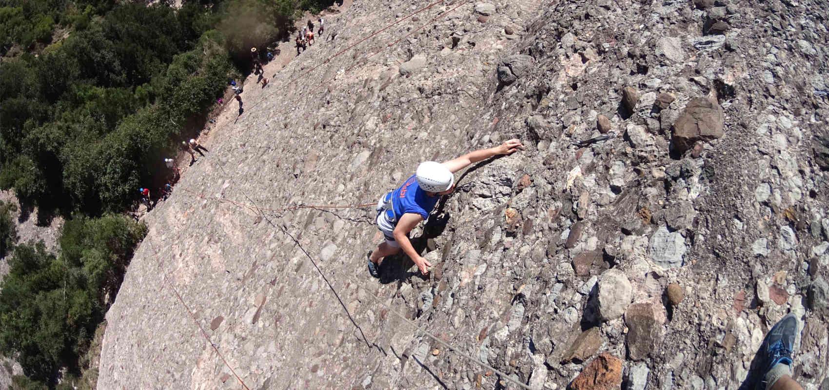 La Posada de los Sentidos, casa rural en la Sierra de Gredos, desde donde podrás tener fácil acceso a actividades tan fascinantes como la escalada en un espacio natural inigualable. Un fin de semana de aventura para recordar.