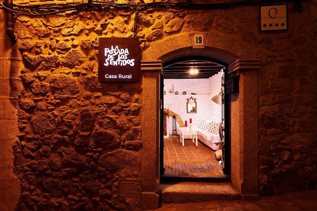 Descubre La Posada de los Sentidos, un lujo a tu alcance desde donde podrás disfrutar toda la oferta cultural, natural, de ocio y gastronómica de la rica tierra de Extremadura. Las mejores casas de turismo rural en Jarandilla de la Vera.