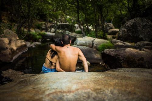 Amor, arte y vida en plena naturaleza en Jarandilla de la Vera en un paraje idílico