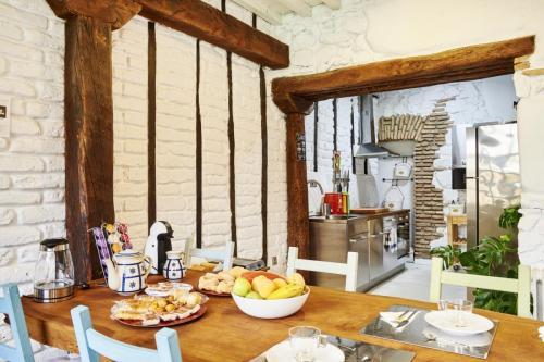 Desayuno en el comedor junto a la cocina: La Posada de los Sentidos